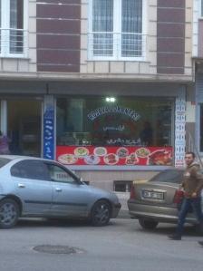 Madhus i Gazi der er navngivet Rojava, som er navnet på det kurdiske selvstyreområde i Nordsyrien.