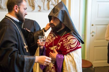 Şam piskoposu Armash Nalbandian