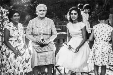 Ortada Maria Jacobsen, Sağda Elizabeth Malakian ve solda anne Malakian. Foto: Şahsi, Fuglereden'de çekilmiş.